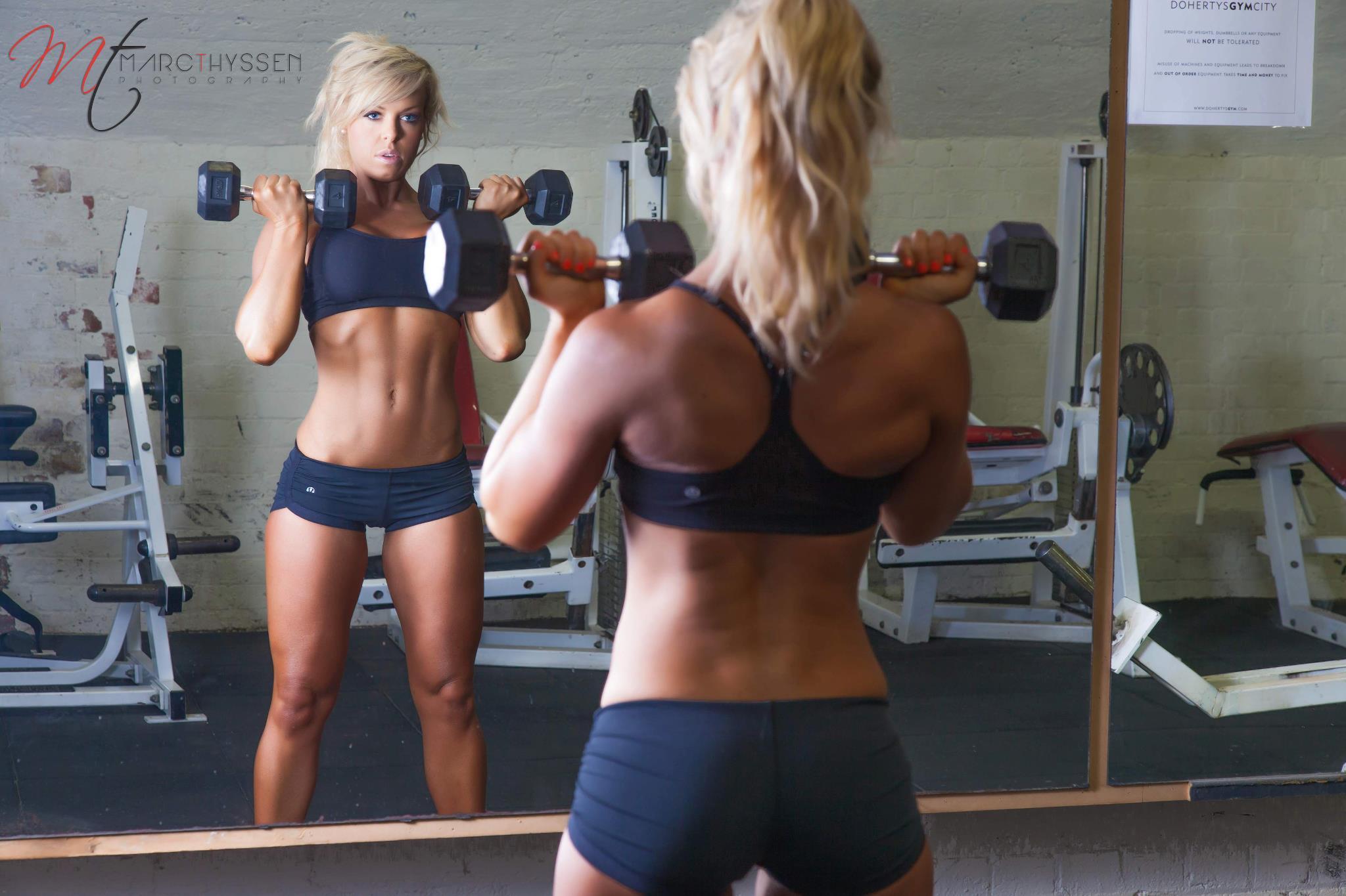 Фото девушки блондинки в спортзале 15 ...