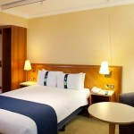 holiday-inn-kensington-forum-accessible-guest-room
